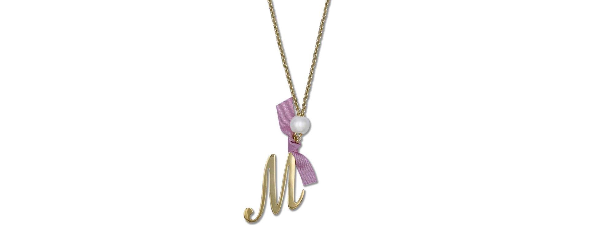 Collar inicial diseñado por ANABI a la venta en www.anabi.online