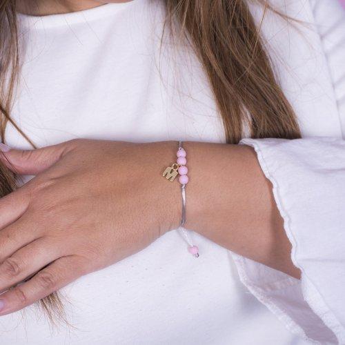 Detalle pulsera petit inicial diseñado por ANABI a la venta en www.anabi.online